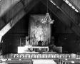 Widok na prezbiterium z obrazem (1946)