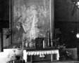 Ołtarz główny z obrazem (1947)