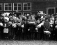Ks. A. Woźny z dziećmi - 1959